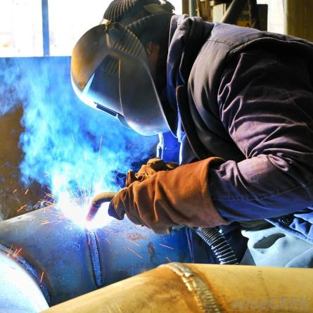 mig-welding-a-large-pipe-from-wisegeek-org-replace-with-your-own
